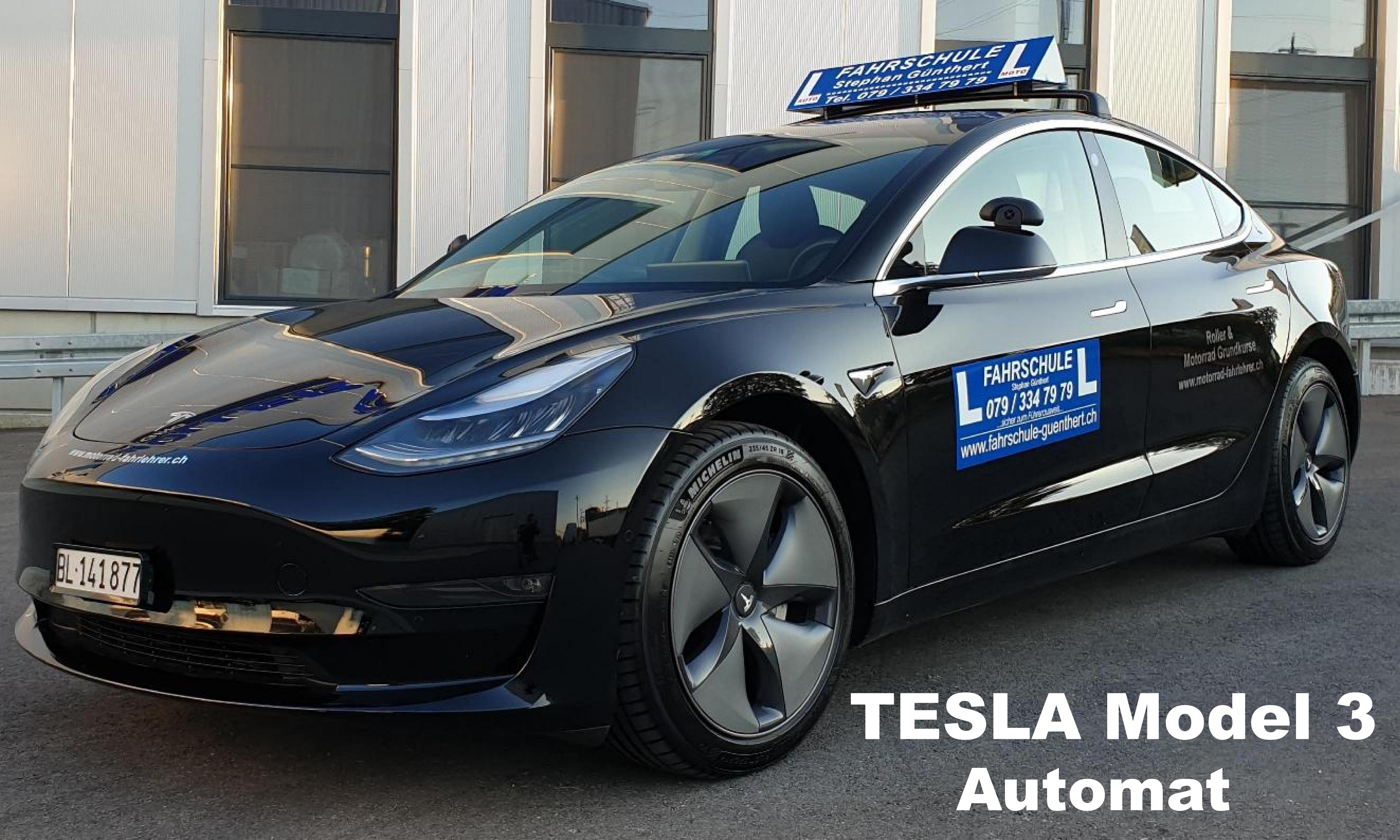 Tesla Fahrschulfahrzeug Automat
